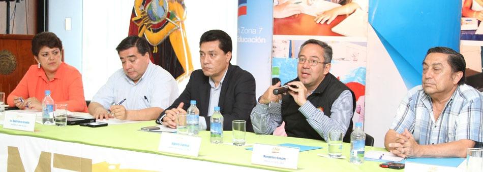 reunión alcaldes regional 7 y ministro de eduación web