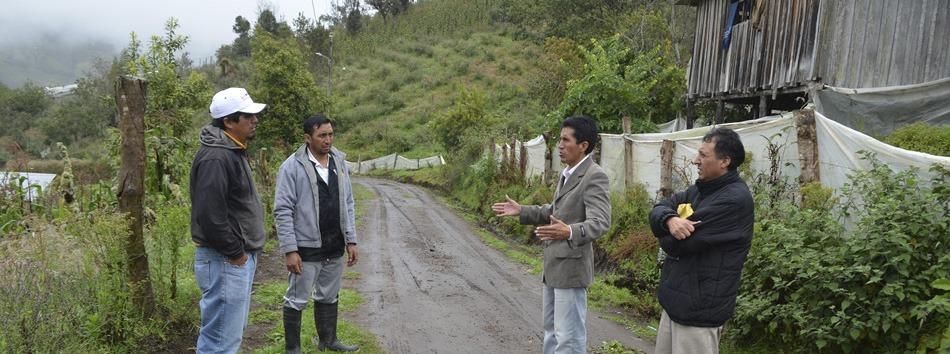 Alcalde de Patate recorre obras en Parroquia El Triunfo - web