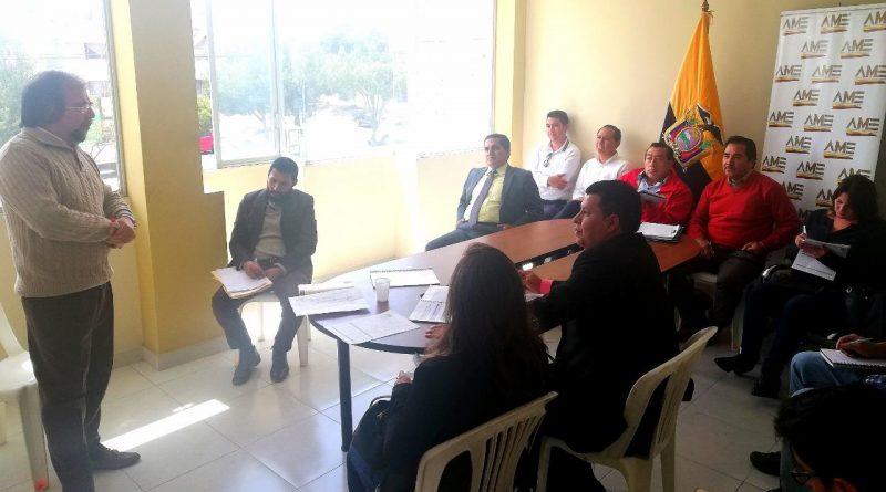 Equipo multidisciplinario de AME capacita a técnicos municipales