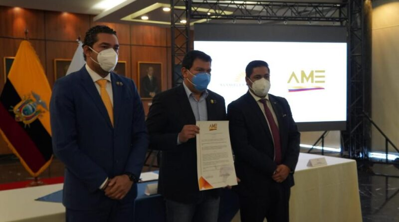 AME entregó reconocimiento al Presidente de la Asamblea por su apoyo al gremio municipalista ecuatoriano