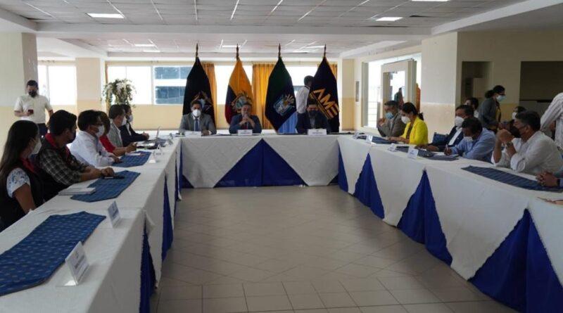 COMITÉ EJECUTIVO CONMINÓ AL GOBIERNO NACIONAL A CUMPLIR CON LOS COMPROMISOS ASUMIDOS CON EL MUNICIPALISMO ECUATORIANO