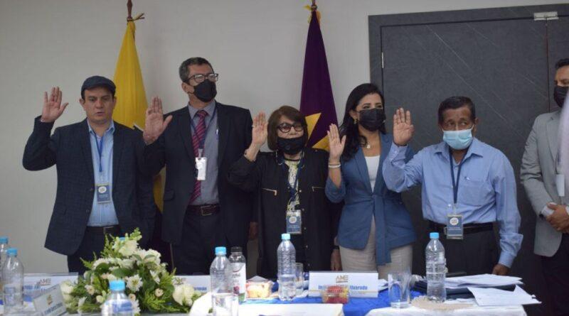 ALCALDES DE MANABÍ Y SANTO DOMINGO ELIGEN A SU COMITÉ REGIONAL